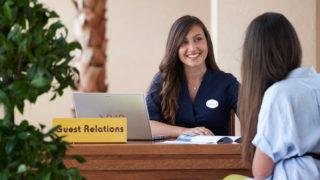 ホテルのゲストリレーションの仕事、就職・転職、給料、採用・求人情報を知る_アイキャッチ