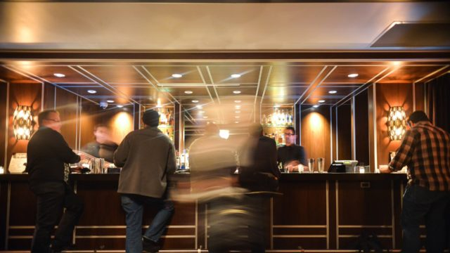 ホテルのバーテンダーの仕事、就職・転職、給料、採用・求人情報を知る_アイキャッチ