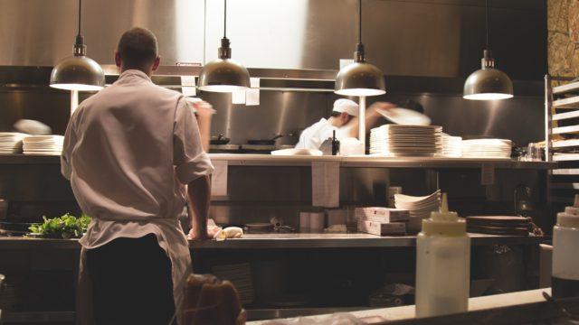 ホテルのシェフの仕事、就職・転職、給料、採用・求人情報を知る_アイキャッチ
