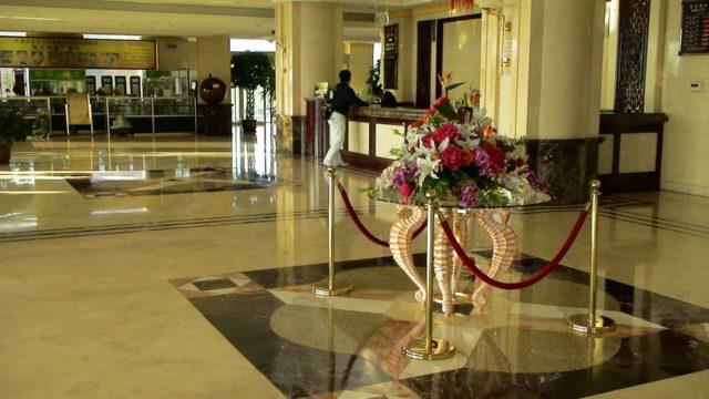 ホテルのフロント(受付)の仕事、就職・転職、給料、採用・求人情報を知る_アイキャッチ